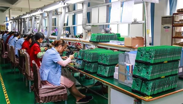 Waarom alle grote elektronicamerken in China produceren
