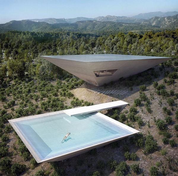 Wonderlijke piramidewoning in het Spaanse niemandsland
