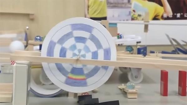 Enthousiaste Japanners bouwen indrukwekkende Rube Goldberg machine