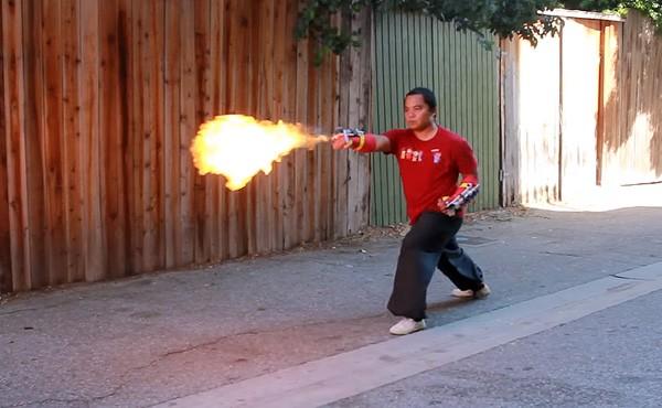 """""""Punch Activated"""" vlammenwerpers voor om je pols"""