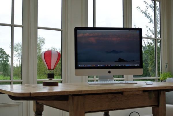 Toffe zwevende lamp heeft het uiterlijk van een luchtballon