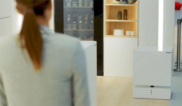 De robotkoelkast van Panasonic komt naar je toe