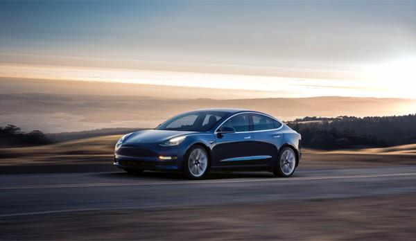 Een uitgebreide blik op het in- en exterieur van de Tesla Model 3