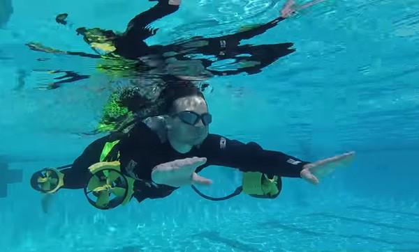 Met de Underwater Ironman Jetpack zweef je door het water
