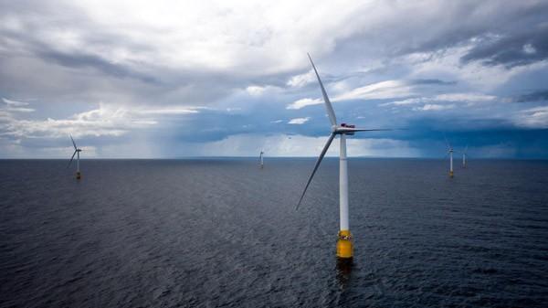 's Werelds eerste drijvende windmolenpark op zee