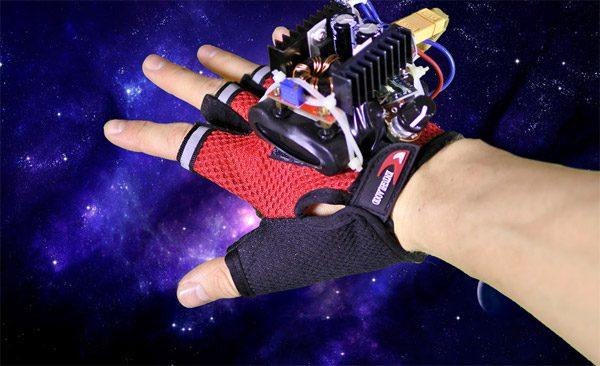 Beïnvloed de tijd met een handschoen en een stroboscoop