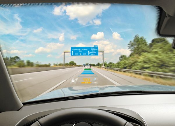 Dit head up display projecteert de afstand tot medeweggebruikers