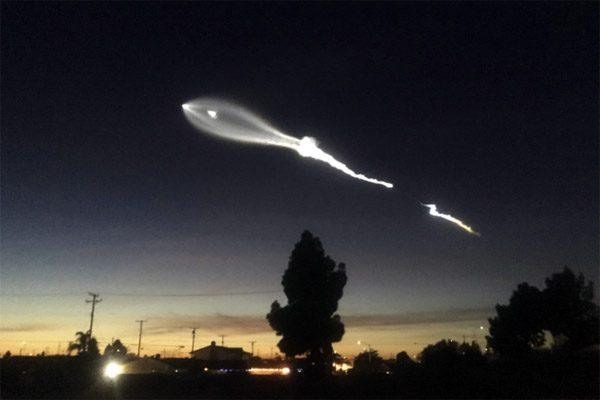 Wonderlijke dashcam-beelden van de lancering van een SpaceX-taket