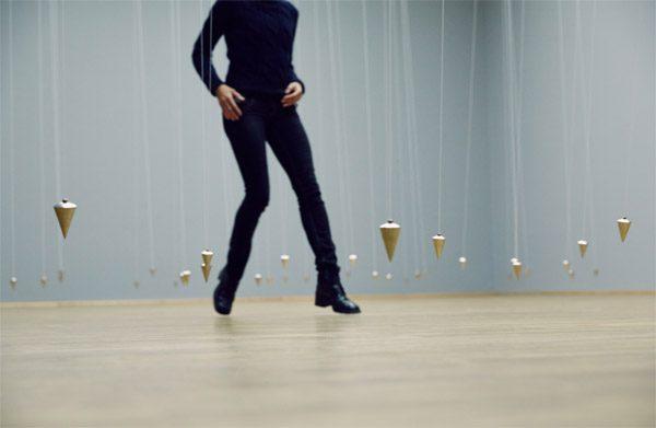 Deze interactieve installatie dwingt bezoekers tot beweging