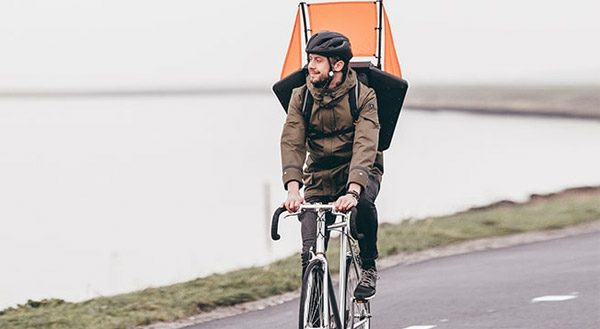 Windrugzak: sneller fietsen dankzij uitklapbare zeilen