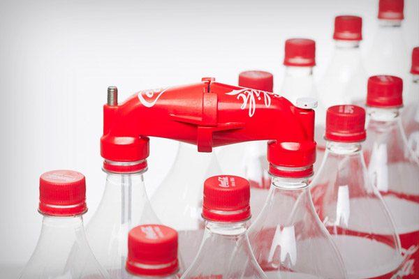 Co-Life maakt drinkwater met behulp van Coca-Cola flessen