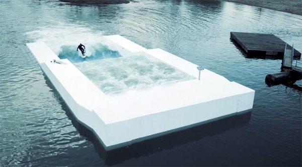Drijvende golfmachine maakt duurzaam surfen mogelijk