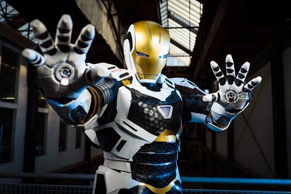 Nederlandse knutselaar wordt beroemd met Iron Man kostuum
