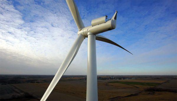 Toffe timelapse toont de bouw van een windturbine