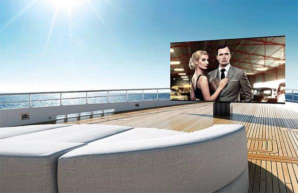 De grootste opvouwbare televisie voor buitenruimtes