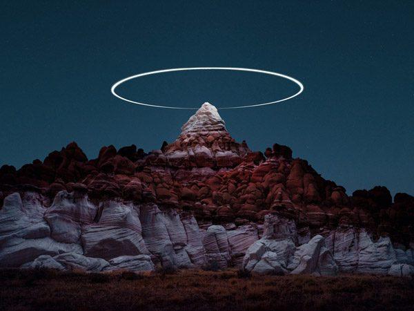 Mooie foto's tonen de vlucht van lichtgevende drones