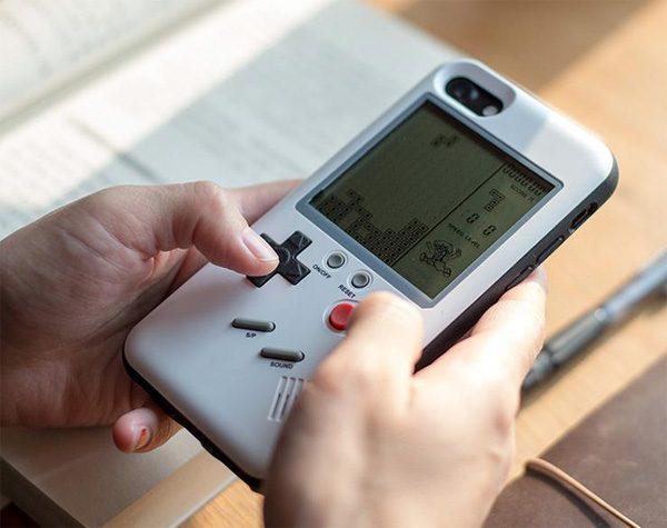 Deze case maakt een Game Boy van de achterkant van je smartphone