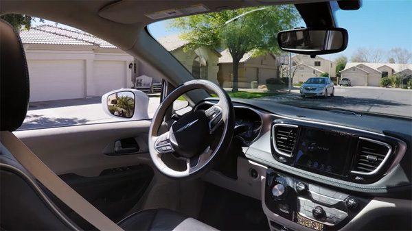 Zie hoe snel mensen wennen aan de zelfrijdende auto van Google