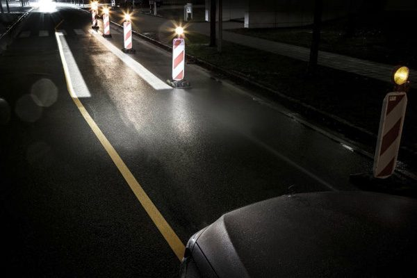 Mercedes Digital Light: koplampen die informatie op de weg projecteren