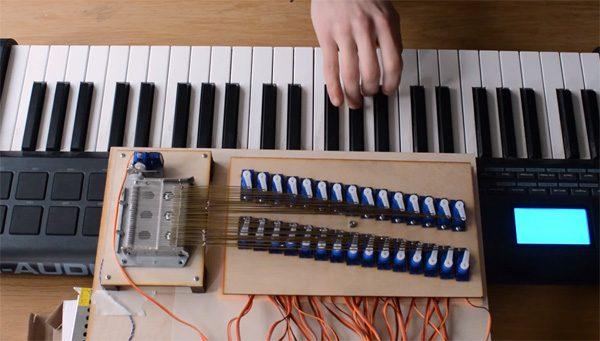 Knutselaar voegt MIDI toe aan een muziekdoosje