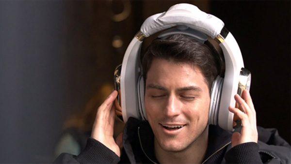 Nirvana : een gigantische koptelefoon die je hoofd masseert