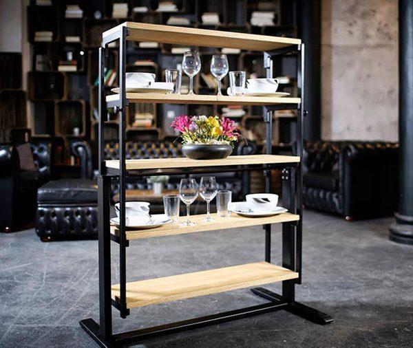Deze tafel transformeert in een handomdraai tot kast