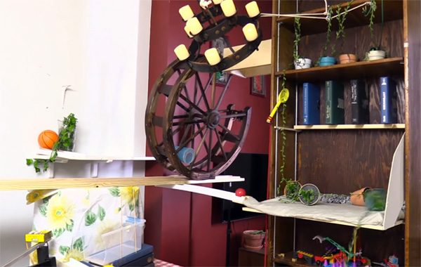 Cake Server: een sublieme Rube Goldberg machine