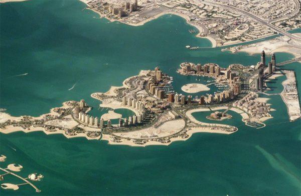 Schuine satellietfoto's maken een computerspel van de wereld