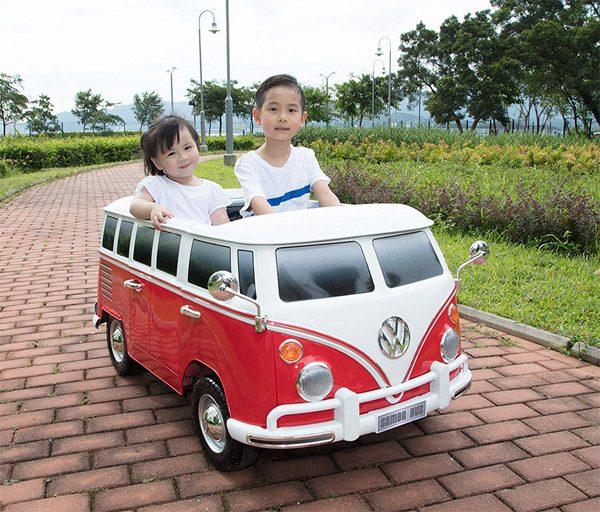 De klassieke Volkswagen-bus als elektrisch speelgoed