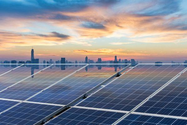 Nieuw type zonnepaneel wekt ook energie op als het regent