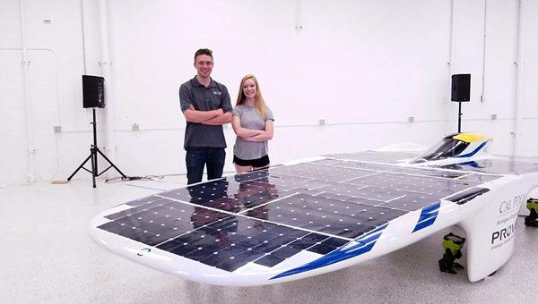 Nieuw type zonnewagen rijdt 105 km/u zonder accu