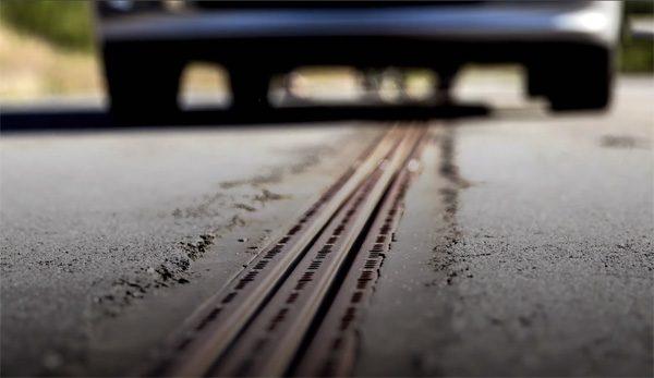 In Zweden is er nu een weg die elektrische auto's oplaadt