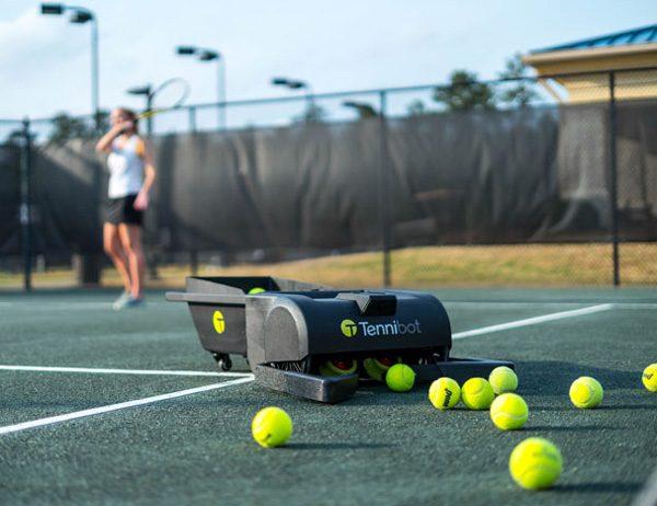 Tennibot: nooit meer ballen rapen tijdens het tennissen
