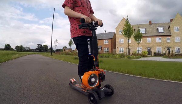 Colin Furze heeft een mini-step met straalmotor voor zijn zoontje gebouwd