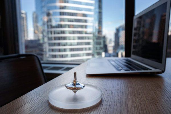 Limbo: een tol die dankzij een gyroscoop uren blijft draaien