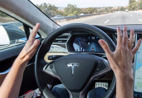 Deze video laat zien hoe eenvoudig Tesla's Autopilot te foppen is