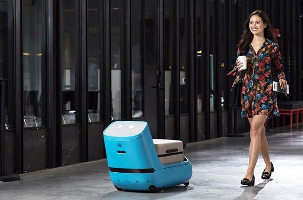 Deze robot van KLM draagt je koffers op het vliegveld