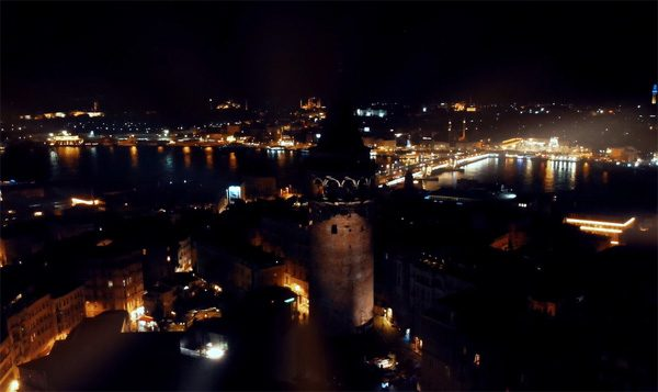 Schitterende projection mapping op de ronde Galatatoren