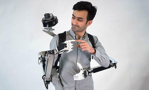 Deze robotrugzak is door iemand anders te besturen