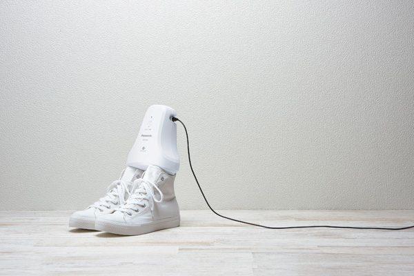 Apparaat van Panasonic verwijdert zweetlucht uit schoenen