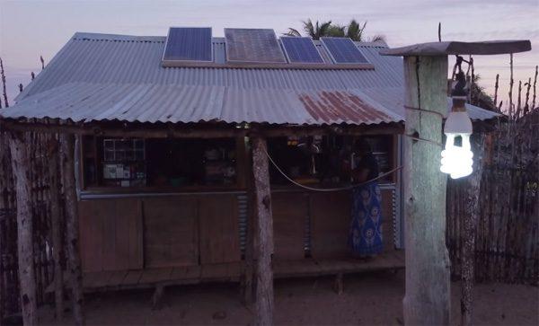 Hoe drie oma's hun dorp in Madagaskar van zonne-energie voorzien