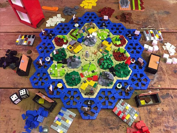 Bijzondere versie van Kolonisten van Catan is gemaakt van LEGO