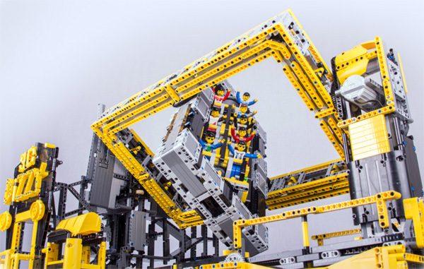 Indrukwekkend LEGO-bouwwerk bootst pretparkattractie na