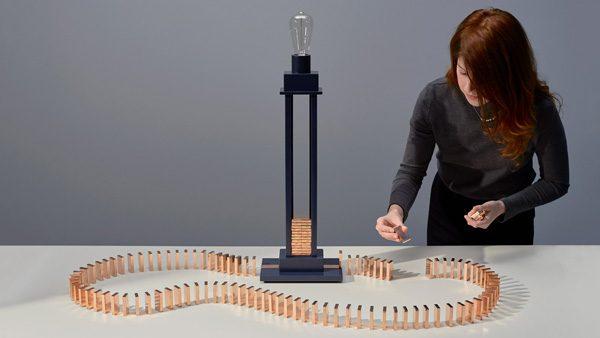 Deze lamp combineert domino's met verlichting