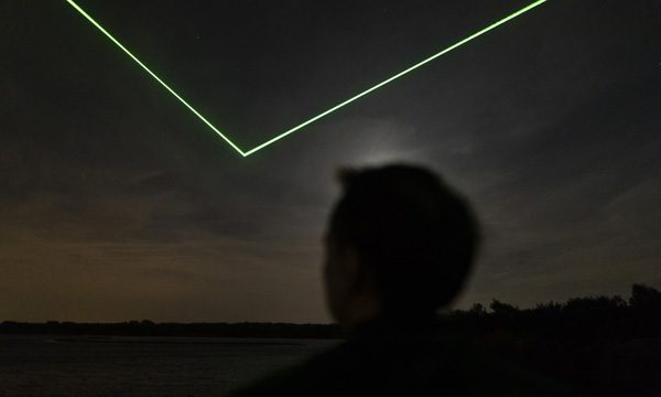 Installatie van Daan Roosegaarde vraagt aandacht voor ruimteafval
