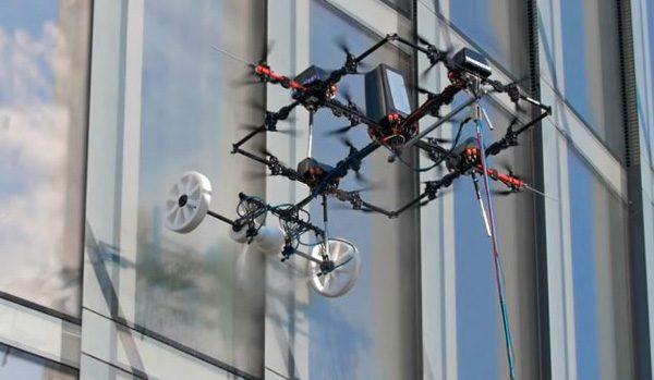 Deze drones wassen de ramen van wolkenkrabbers