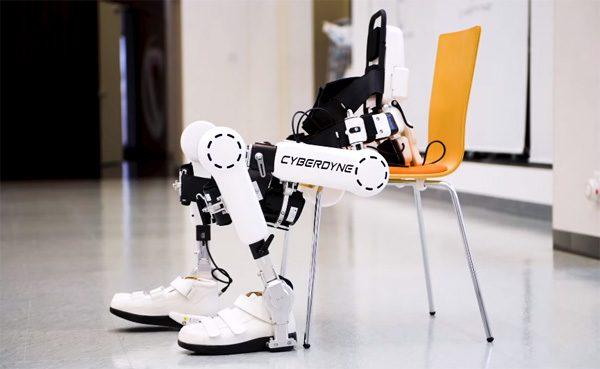 Dit Japanse bedrijf maakt exoskeletten die je bestuurt met hersengolven