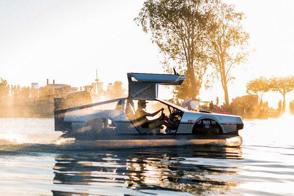 Er is nu een hovercraft-versie van de DeLorean te koop