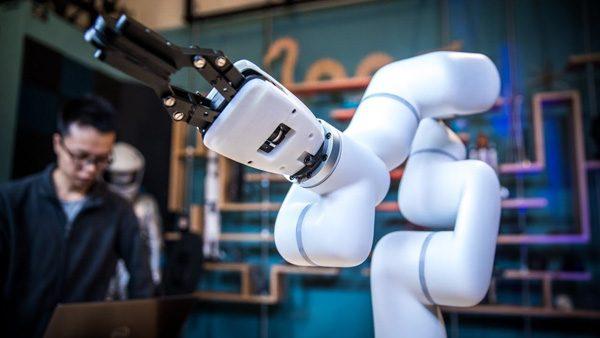 xArm: een enigszins betaalbare robotarm die het leven makkelijker maakt
