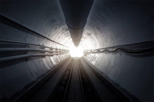 De eerste autotunnel van Elon Musk's Boring Company is een feit
